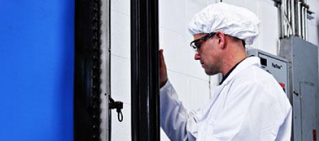 Bảo trì và sữa chữa cửa công nghiệp tại nhà kho